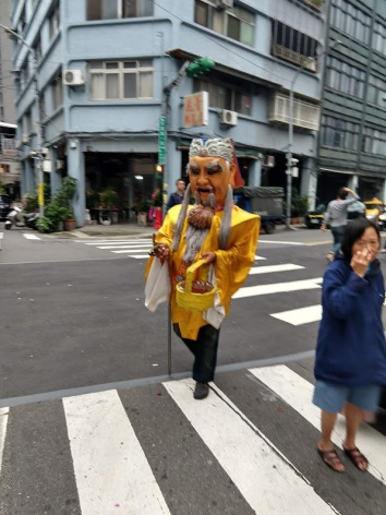 Someone with a mask, a yellow smock, and a bucket.